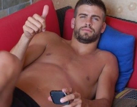 Sezy Gerard Pique probably doesn't need these thumb exercises.