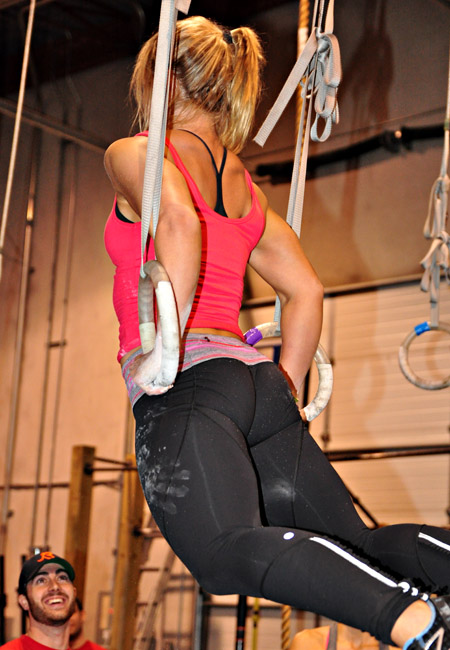 fit girls triceps dips rings